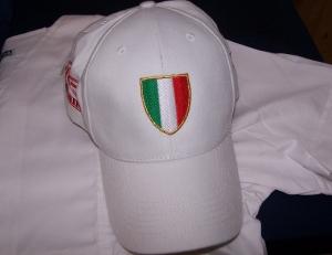 CAPPELLINO RICAMATO CON STEMMA ITALIA - Ricamo su cappellino con scudetto italia tricolore